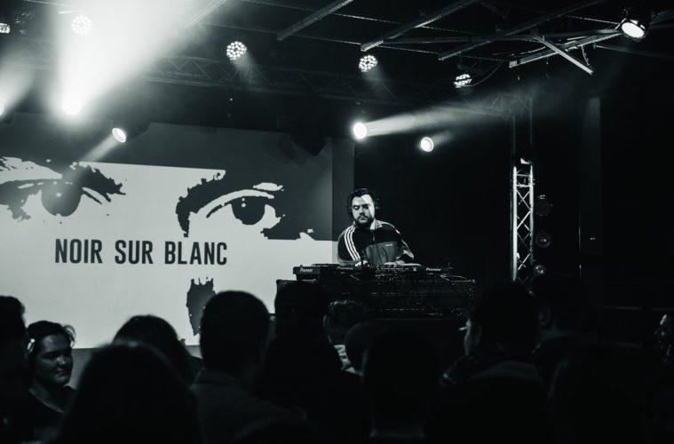 Gaba DJ à la soirée Noir sur Blanc