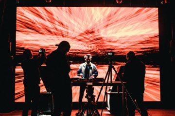 Nojack au Warehouse, présentant son livestream