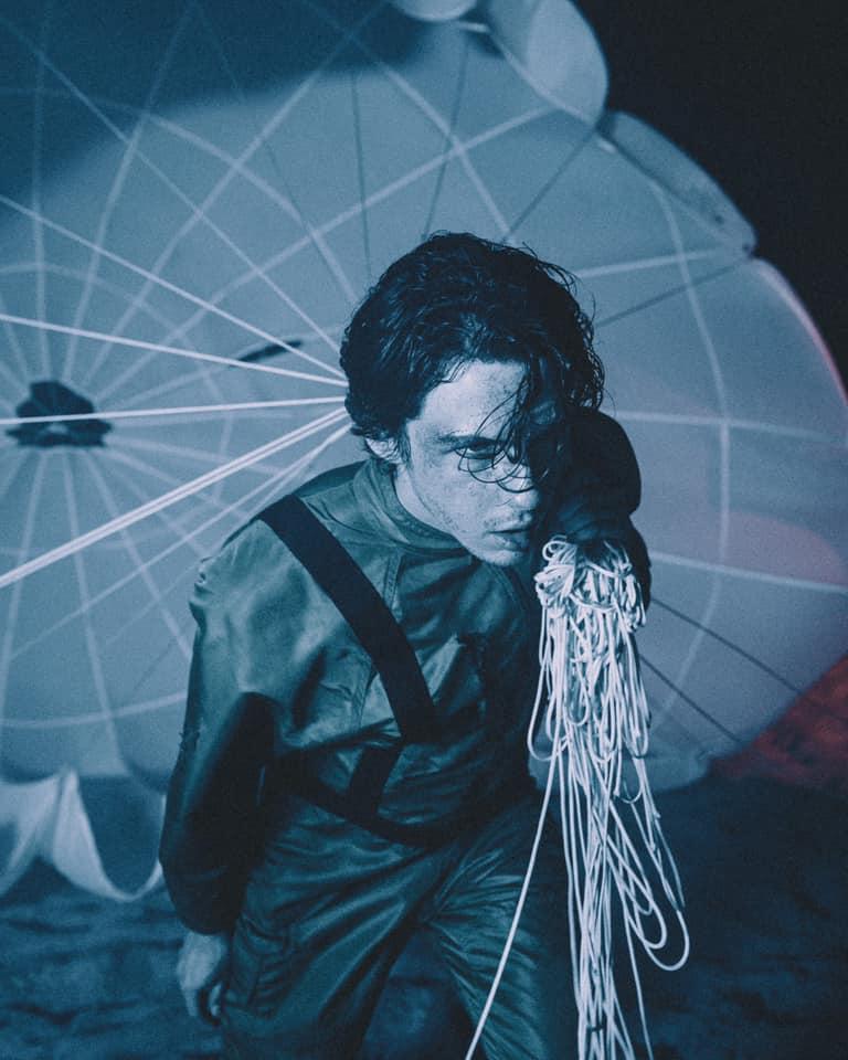 Cover de Parachute, nouvel album de Petit Biscuit, en interview