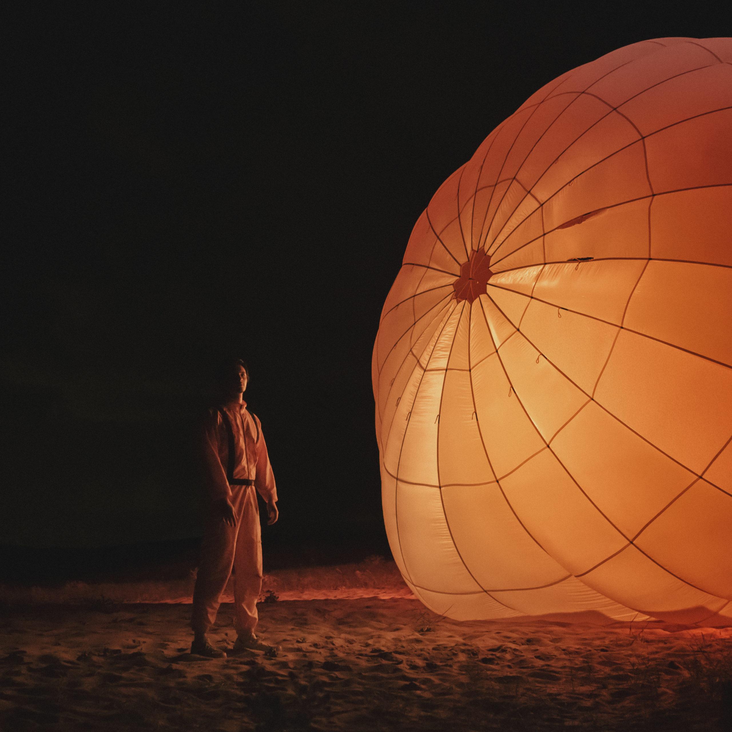 """cover de l'album remix """"Parachute"""" de Petit Biscuit"""